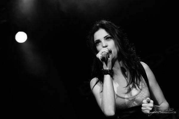 Konzertfoto von Elyose auf dem Female Metal Voices Tour 2017